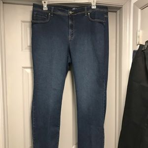 NICE!! Style & Co Denim Jeans. 18W